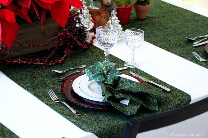 Mesa posta verde e vermelha para o Natal!