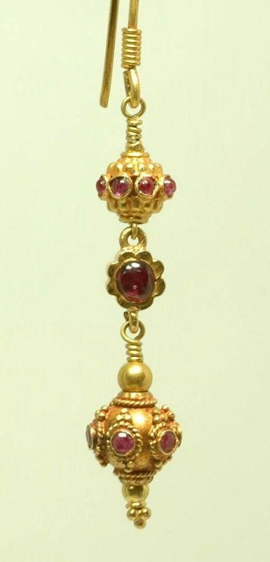 Antique 18K & 22K yellow gold dangle ruby earrings. India (?)