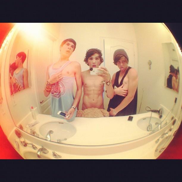Kian, Sam, & Jarrad.......is Sam naked?