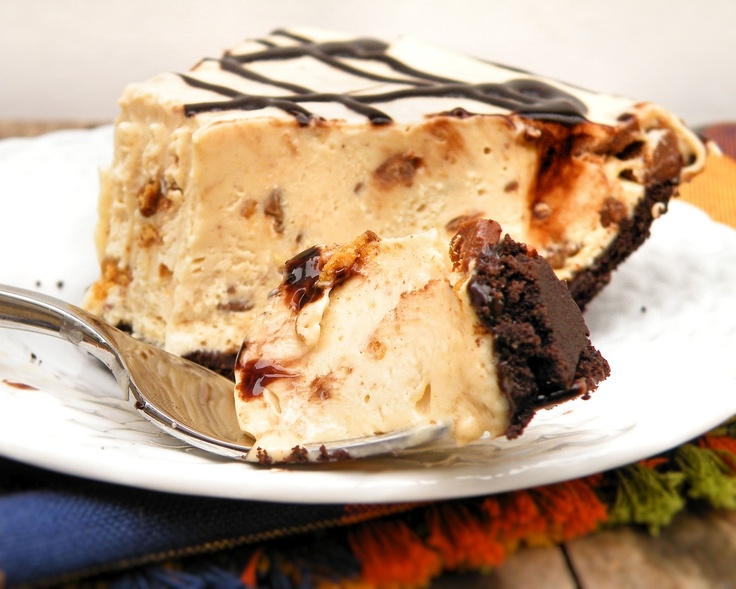 Vittles and Bits: Frozen Peanut Butter Cup Pie----- I am making this ...