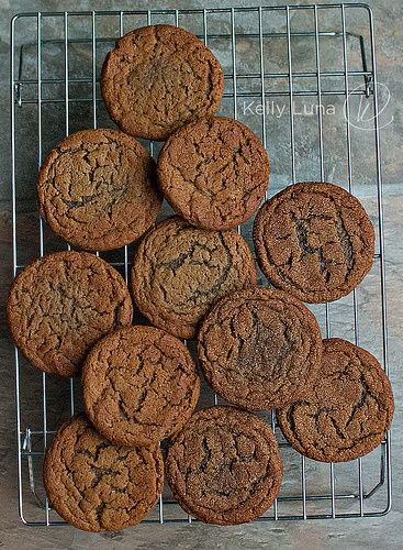 Big, Soft Chewy Molasses Ginger Spice Cookies - http://www.pincookie ...