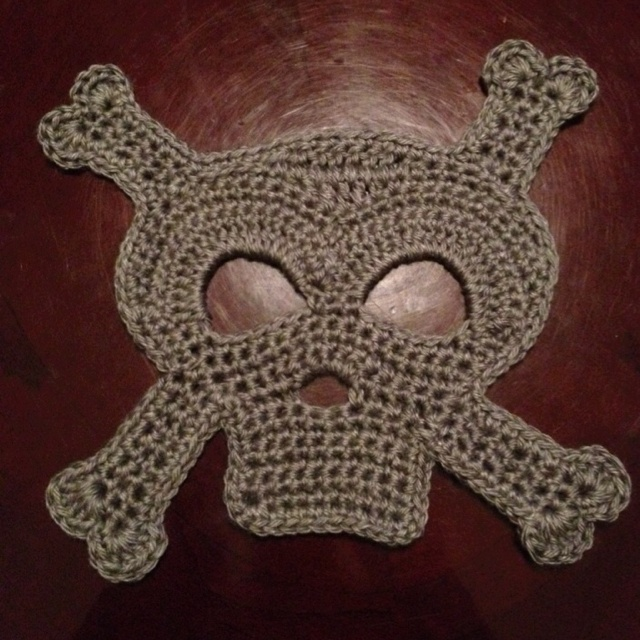 Crochet Skull : Crochet Skull and crossbones Crochet Skulls Pinterest