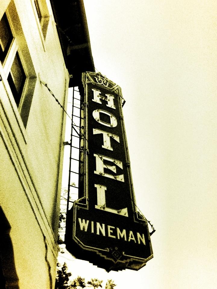 Vintage Hotel Sign 32