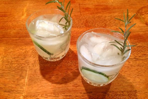 Rosemary Cucumber Gin & Tonic: Fresh Cocktail Recipe for Spring