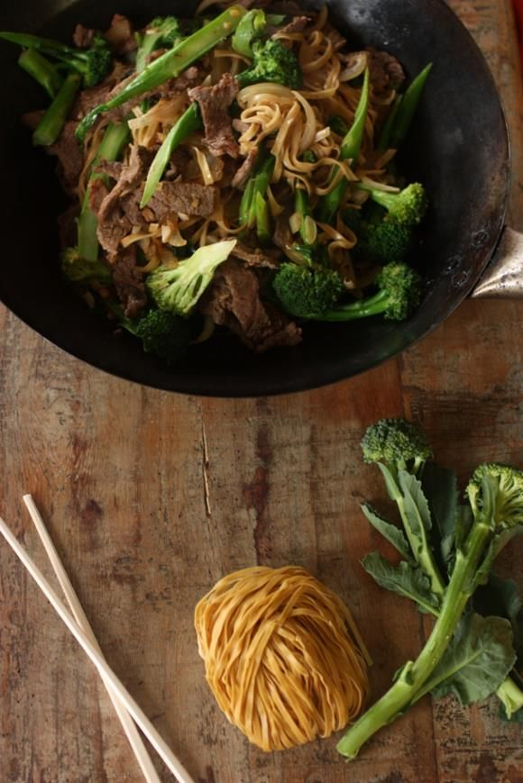 beef and broccoli noodle stirfry