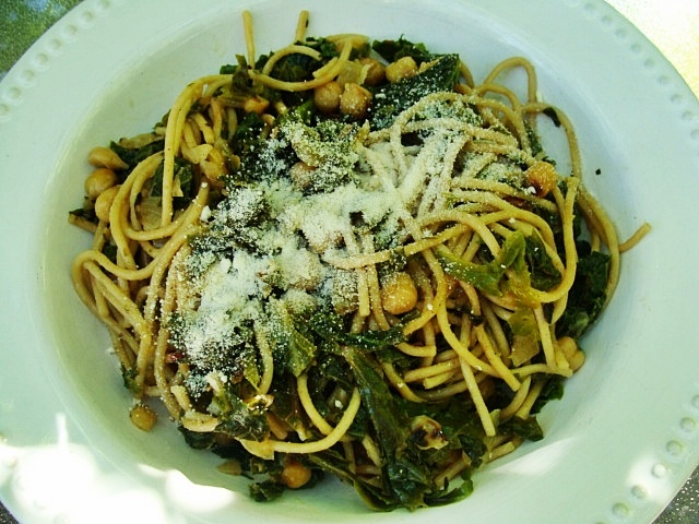 Spaghetti with Garlic, Roasted Chickpeas & Braised Kale or Chard (I ...