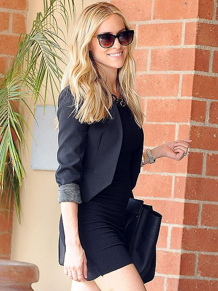 New mama (round 2) Kristin Cavallari looks AMAZING in an all-black ensemble & oversized shade - adore her style!