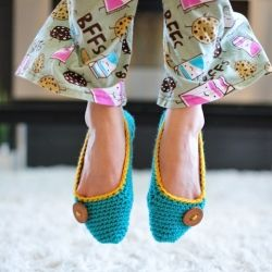 "Crochet your own cozy slippers using your favourite colours and buttons. Free crochet pattern via ""Little House by the Sea"" (modified)."