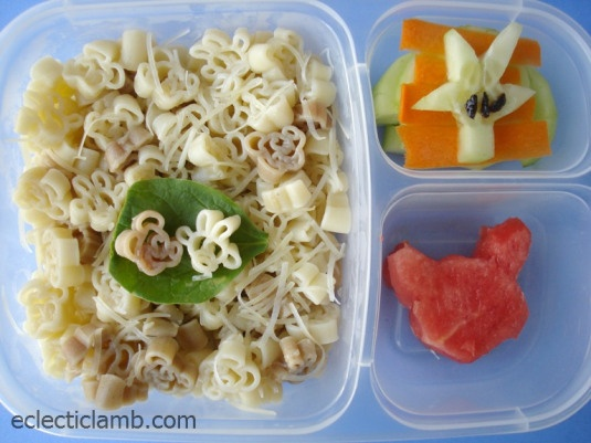 Mickey Bento - its so obvious, i never thought of using shaped pasta ...