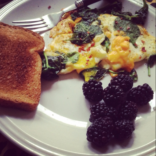egg cheese amp spinach omelet with side of toast amp blackberries
