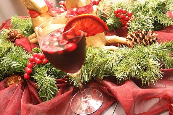 holiday sangria | Lovely Indeed | Christmas | Pinterest