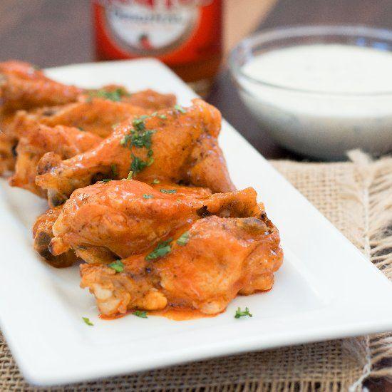 Easy Crispy Baked Buffalo wings.   FOODIE!   Pinterest