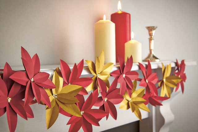 Free template for this gorgeous paper poinsettia garland – just download & print! From Papercraft inspirations issue 133 (Christmas 2014).