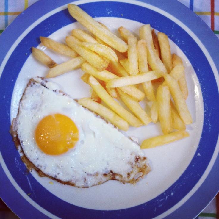 Huevos fritos con papas fritas