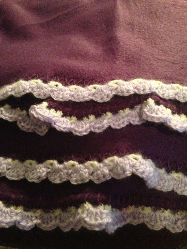 Crocheted edging on a fleece blanket Fleece Pinterest