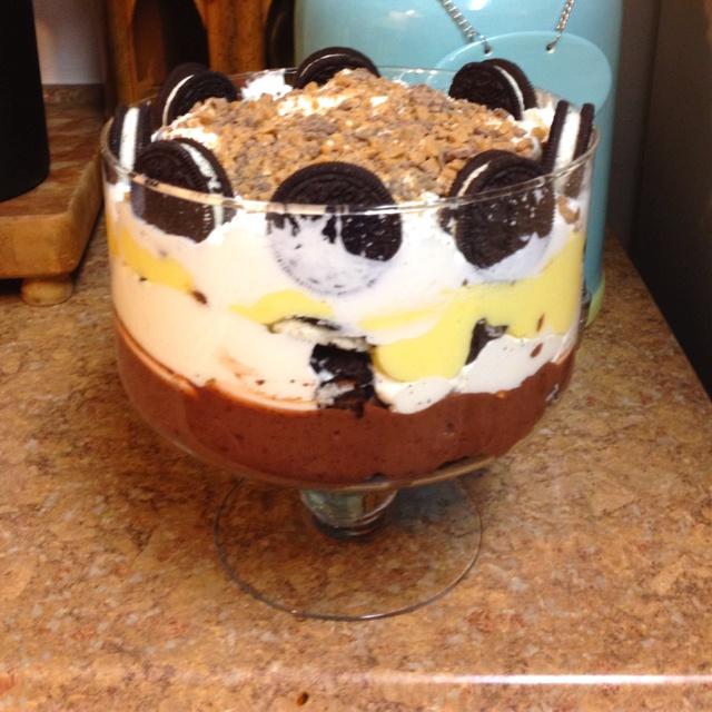 peanut butter cups (minis), vanilla pudding, Oreos again, whip cream ...