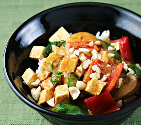 red curry tofu with spinach & peanuts | À table: asiatique ...