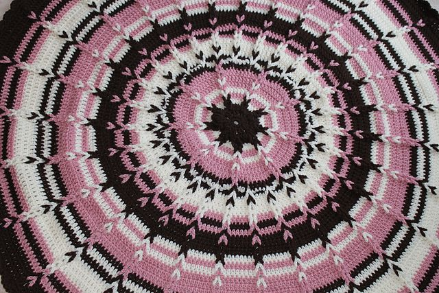 Round Jacobs Ladder Blanket for Babies by Maxine Gonser ...