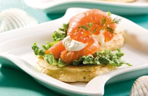 Blini with smoked salmon and caviar | Delicious dishes | Pinterest