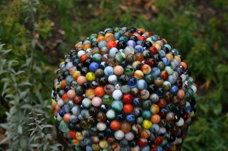 Marble Garden Sphere by TaDahpdx: Made from marbles and an upcycled bowling bowl! #Bowling_Ball #Marbles #Garden_Sphere #TaDahpdx