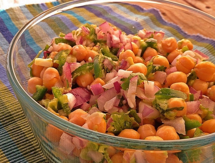 Chickpea and Avocado Salad | veggie tales | Pinterest