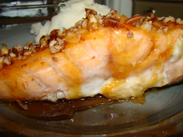maple syrup brown sugar glazed salmon with pecan topping - looks good!