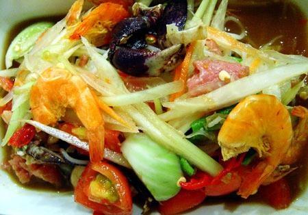 Som Tam Poo Kem (Spicy papaya salad with salted crab and dried shrimp ...