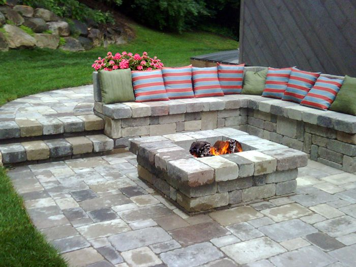 patio layout with planters