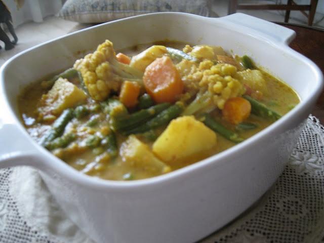 Easy Vegetable Curry | b i t e | Pinterest