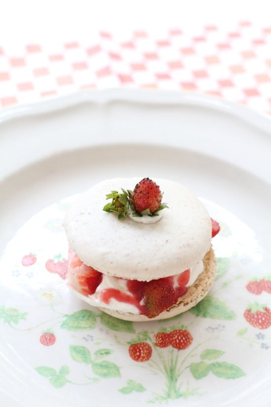 strawberry lemon curd macaron | Have to Try NOW! | Pinterest