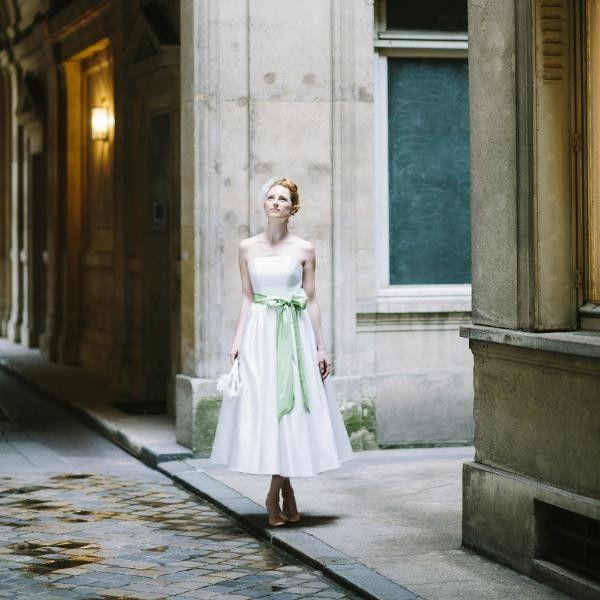 Alice- Brautkleid in Tea-Length mit gerafftem Rock und großer Schleif ...