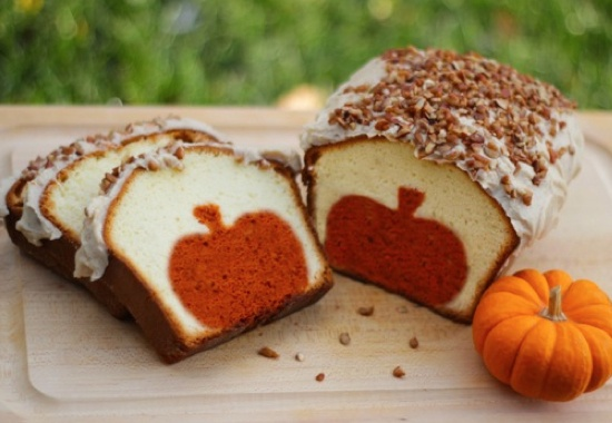 How to make a shape inside a loaf!   Great tut with pics.  Great idea for any holiday dessert table.