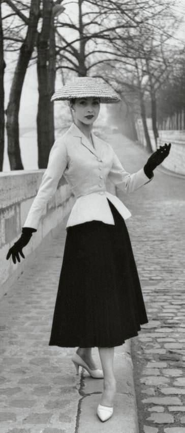 Dior 'Bar suit' - 1947 - by Christian Dior - Photo by Willy Maywald - @~ Mlle