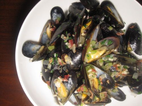 Beer-Steamed Mussels with Bacon and Fennel