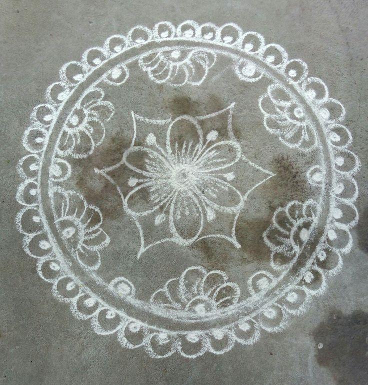 1000 images about kolam on pinterest rangoli designs for Floor rangoli design