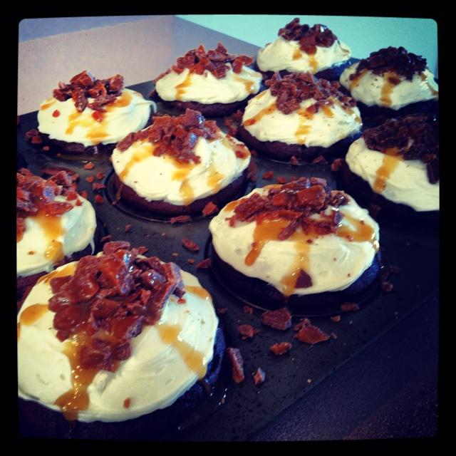 Chocolate Carmel Heath Bar Cupcakes. | Oh So Yummy | Pinterest