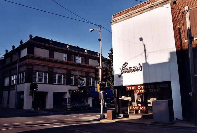 IL-Belleville-Lerner's & Lincoln by plasticfootball, via Flickr