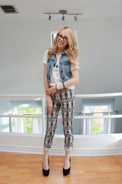 OUTFIT: denim vest, simple white t-shirt, printed pants, black heels