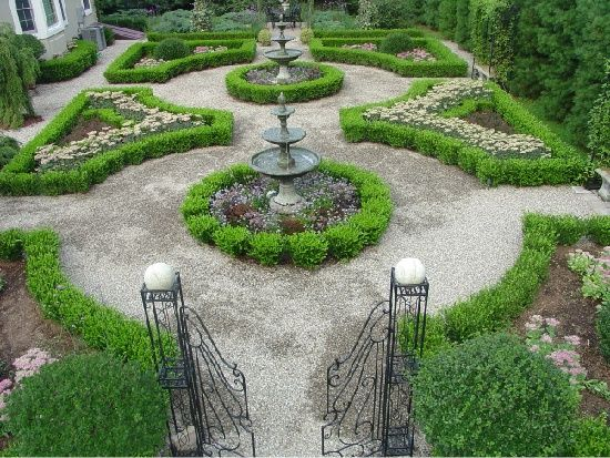 Gardening with boxwoods boxwood garden landscaping for Formal english garden designs