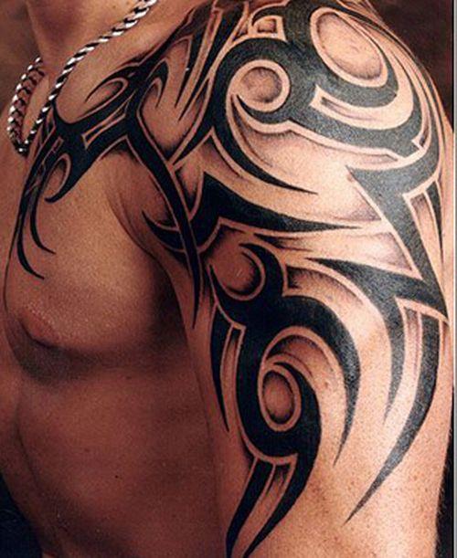 Кельтский узор мужчине на плече