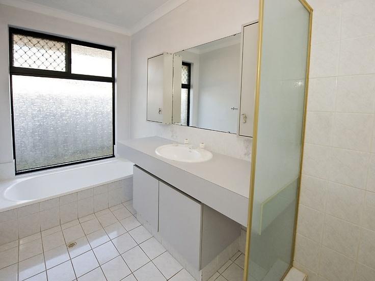 4 Bedrooms 2 Bathrooms