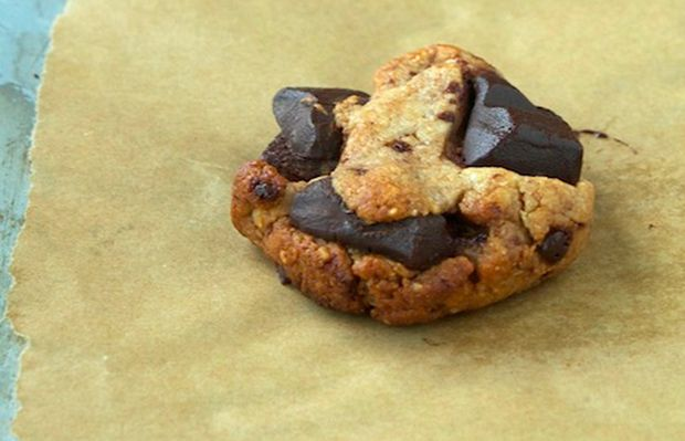 Our Favorite #Paleo Cookies: Paleo Chocolate Chip Cookies #yesplease