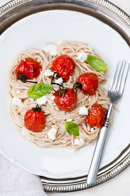 Spaghetti with roasted tomatoes, basil and goat cheese