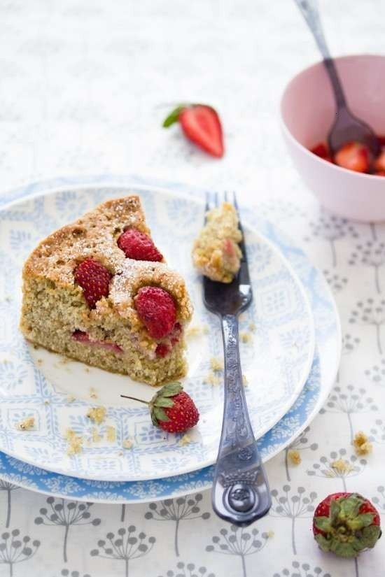 Pistachio cake & strawberry | Awesome Recipes to try | Pinterest