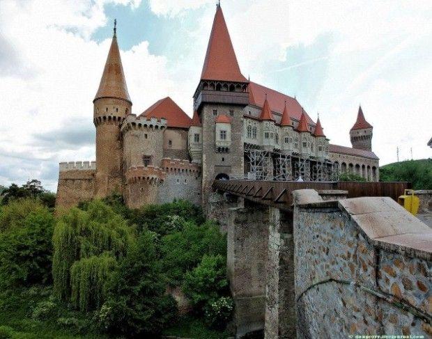 23 Extraordinary And  Unique  Places You should Visit!. Hunyad Castle(Dracula's Castle), Romania