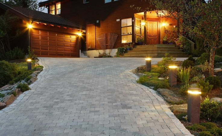 Ideas driveway light driveways pinterest for Illumination exterieur maison