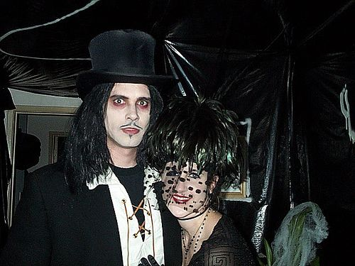 goth online dating Every day, millions of single adults, worldwide, visit an online dating site many are lucky, finding life-long love or at least some exciting escapades others are not so lucky the industry—eharmony, match, okcupid, and a thousand other online dating sites—wants singles and the general public.