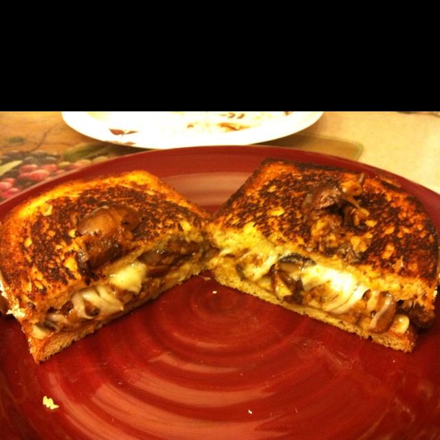 Mushroom grilled cheese (mushroom melt) | cheese | Pinterest