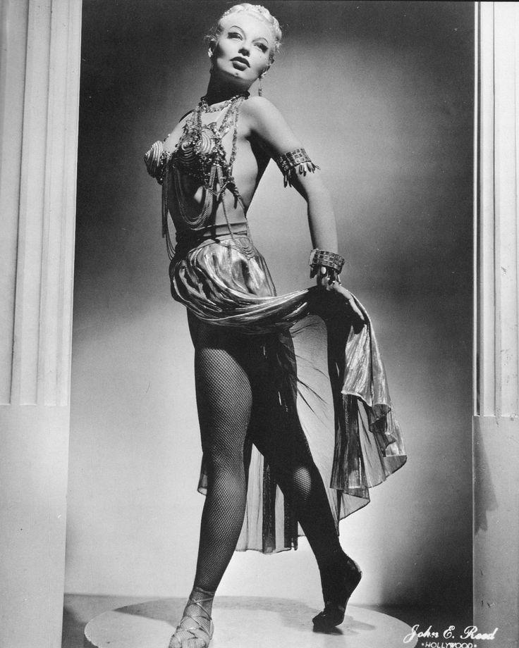 lily st cyr the roman goddess showgirls burlesque queens pint. Black Bedroom Furniture Sets. Home Design Ideas