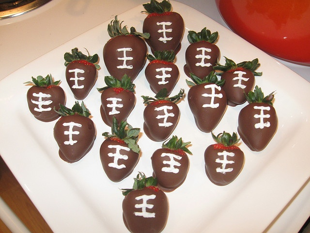 Chocolate Covered Strawberry Footballs | Food | Pinterest